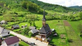 Monasterio de madera de Vodita situado en de Rumania Mehedinti la vieja Vodita herencia de madera occidental del monasterio del c almacen de metraje de vídeo