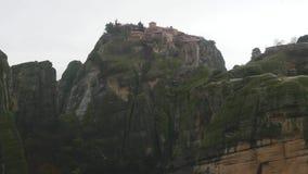 Monasterio de Meteoron magnífico en las montañas Grecia de Meteora metrajes