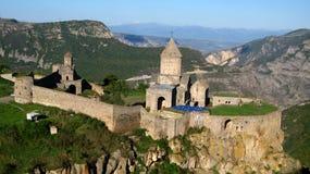 Monasterio de piedra ortodoxo antiguo en Armenia, monasteriode TatevÂ, hecho de ladrillo gris Foto de archivo libre de regalías