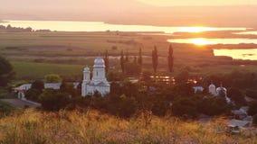 Monasterio de Saon en la puesta del sol almacen de metraje de vídeo