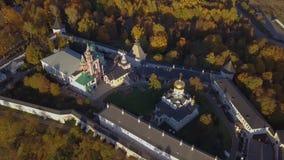 Monasterio de Savvino-Storozhevsky en la región de Zvenigorod - de Moscú - Rusia - vídeo aéreo almacen de metraje de vídeo