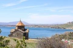 Monasterio de Sevanavank - apóstoles santos y la virgen bendecida, lago Sevan en el fondo, Armenia Fotos de archivo