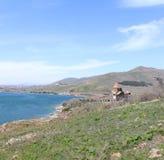 Monasterio de Sevanavank - apóstoles santos y la virgen bendecida, lago Sevan en el fondo, Armenia Imagen de archivo