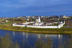 Monasterio de Svyatouspensky en Staritsa Fotos de archivo libres de regalías