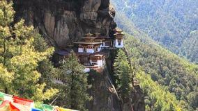 Monasterio de Taktshang en Bhután almacen de metraje de vídeo