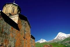 Monasterio de Tsminda Sameba   Foto de archivo