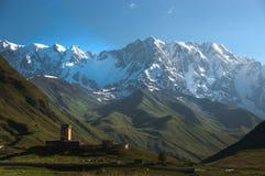Monasterio de Ushguli en Georgia Imagen de archivo libre de regalías