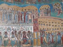 Monasterio de Voronet, condado de Bucovina, Rumania, pintura de escena del día del Juicio Final imagen de archivo libre de regalías