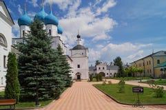 Monasterio de Vysotsky, ciudad de Serpukhov, Rusia imagen de archivo