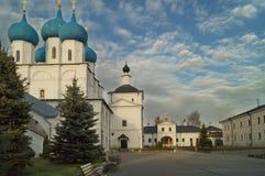 Monasterio de Vysotsky, Serpukhov, Rusia fotografía de archivo libre de regalías