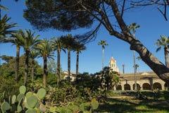Monasterio del cristianismo con el jardín Fotografía de archivo libre de regalías