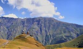 Monasterio del montaje de Gergeti Imagen de archivo libre de regalías