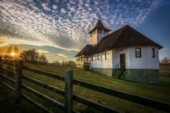 Monasterio del salvado en el pueblo de Simon la iglesia fotos de archivo