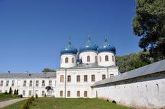 Monasterio del St Yuriev de la iglesia ortodoxa rusa en honor del gran mártir George, uno del más vieja de Rusia Imagen de archivo libre de regalías