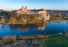 Monasterio e iglesia benedictinos en Tyniec cerca de Kraków, Polonia a Fotos de archivo