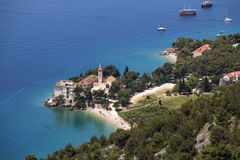 Monasterio e iglesia cerca del mar Fotografía de archivo libre de regalías