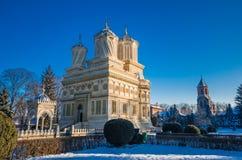 Monasterio en invierno, Rumania de Curtea de Arges Foto de archivo libre de regalías