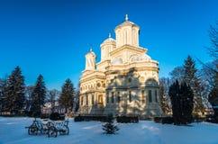 Monasterio en invierno, Rumania de Curtea de Arges Imágenes de archivo libres de regalías