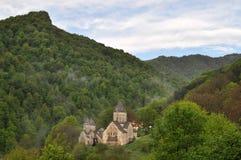 Monasterio en la niebla. montañas de Armenia Fotografía de archivo libre de regalías