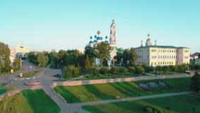 Monasterio en la orilla del r?o Tambov Rusia almacen de video