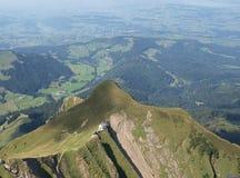 Monasterio en montañas Fotos de archivo libres de regalías