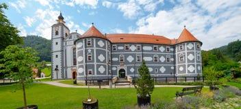 Monasterio en Olimje, Podcetrtek, Eslovenia con la farmacia vieja, orden de los frailes de menor importancia Imagen de archivo libre de regalías