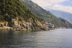 Monasterio griego en la costa mediterránea Fotografía de archivo