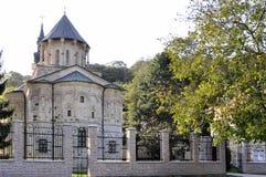 Monasterio Hopovo viejo y la iglesia del Pantejlemon santo en t imagenes de archivo