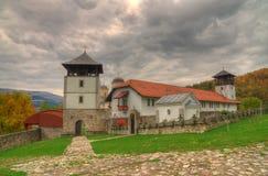 Monasterio Mileseva, Serbia occidental - imagen del otoño Fotografía de archivo libre de regalías
