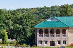 Monasterio ortodoxo del ` s de las mujeres cerca del pueblo de Rudi Foto de archivo libre de regalías