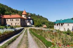 Monasterio ortodoxo del ` s de las mujeres cerca del pueblo de Rudi Imagen de archivo libre de regalías