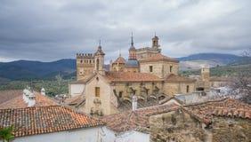 Monasterio real de Santa Maria de Guadalupe, cielo nublado Foto de archivo