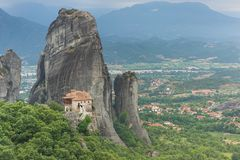 Monasterio santo de Rousanou o de St Barbara, Meteora, Grecia Foto de archivo libre de regalías