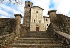 Monasterio, santo Vittore del santuario y corona cerca de Anzu, Feltre, Italia del santo Imagenes de archivo