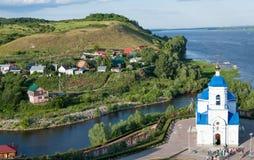Monasterio y el río Volga, Rusia de Svyato-Bogorodicky Fotografía de archivo libre de regalías