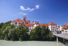 Monasterio y Lech River en Fussen en Baviera, Alemania Foto de archivo