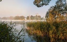 Monasterios, iglesias, ortodoxia, pueblo, lagos fotografía de archivo