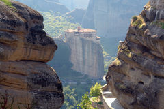 Monastero antico su una roccia Immagini Stock