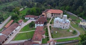 Monastero, chiesa della foresta Colpo del fuco Aumenti della macchina fotografica archivi video