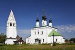 Monastero di Alexander Chiesa dell'ascensione con un campanile Suzdal', l'anello dorato immagini stock libere da diritti