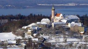 Monastero di Andechs nel paesaggio di inverno, Baviera, Germania video d archivio