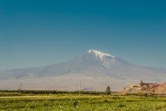 Monastero di Khor Virap Il monte Ararat su fondo L'Armenia d'esplorazione Turismo, concetto di viaggio Paesaggio della montagna L Fotografia Stock