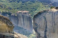 Monastero di Meteora sull'alta roccia Fotografia Stock Libera da Diritti