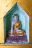 Monastero di Popa Taungkalat al supporto Popa, Myanmar fotografie stock