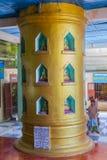 Monastero di Popa Taungkalat al supporto Popa, Myanmar fotografia stock libera da diritti