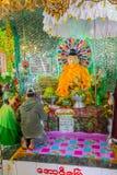 Monastero di Popa Taungkalat al supporto Popa, Myanmar fotografia stock