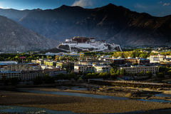 Monastero di Potala nel Tibet Immagini Stock