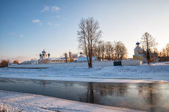 Monastero di presupposto di Tichvin nell'inverno Fotografie Stock