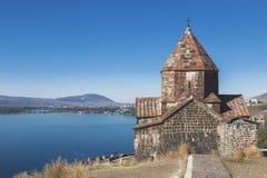 Monastero di Sevanavank sulla costa di nord-ovest del lago Sevan, provincia di Gegharkunik, fotografia stock libera da diritti