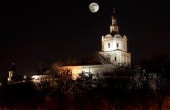 Monastero di Spaso-Andronikov alla notte con la luna Fotografie Stock Libere da Diritti